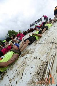 tough-mudder_pyramid-scheme_human-pyramid-climb_pull-ups_team-human-ladder